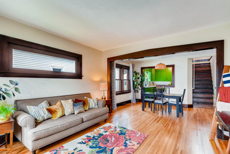 2622 Cleveland St NE-large-008-33-Living Room-1499x1000-72dpi.jpg