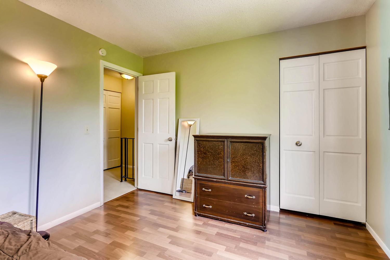 205 University Ave NE-large-020-15-2nd Floor Bedroom-1500x1000-72dpi.jpg