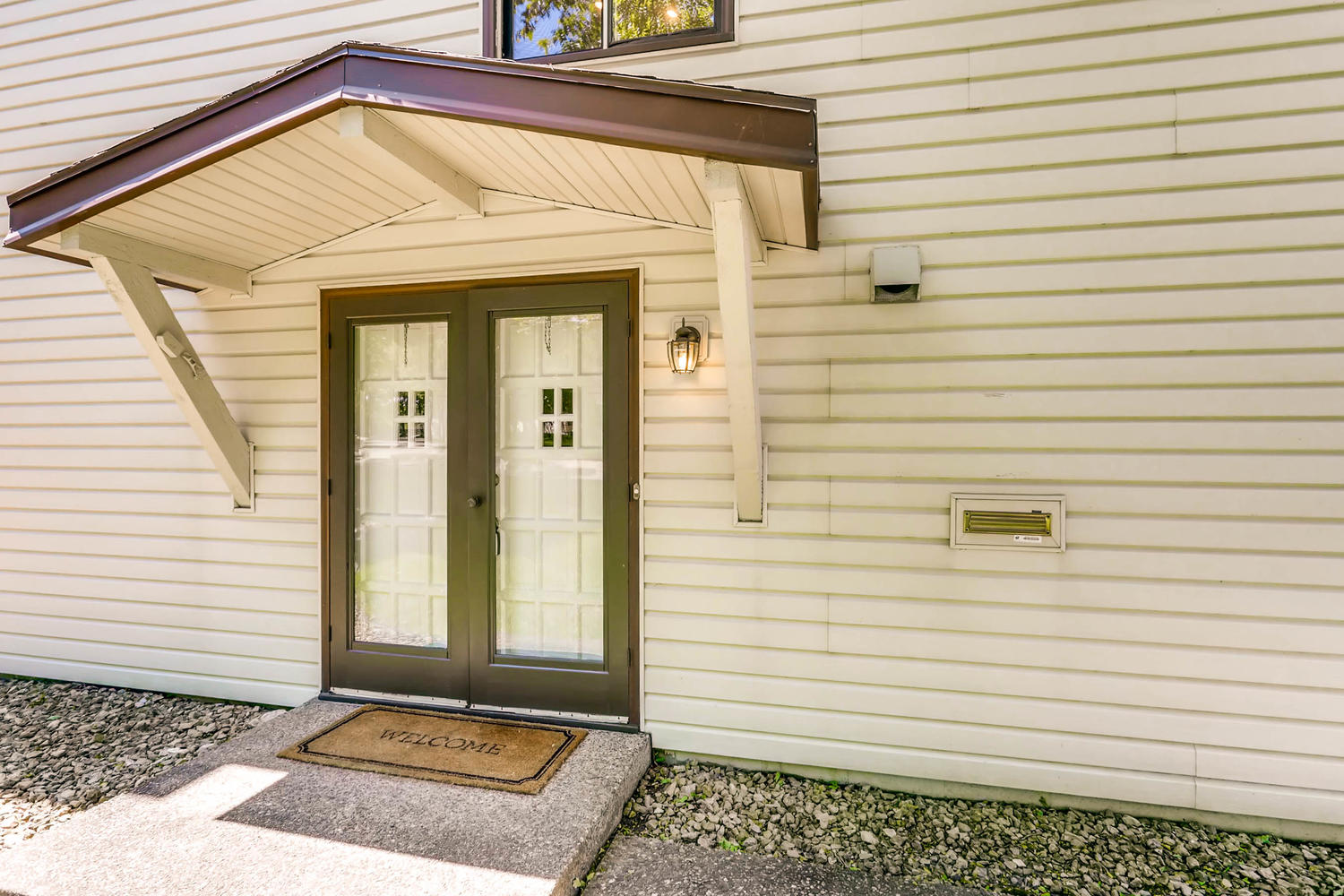 5701 Hyland Courts Minneapolis-large-003-7-Exterior Front Entry-1500x1000-72dpi.jpg