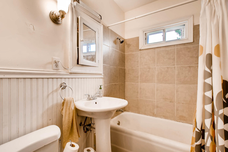 1010 2nd St NE Minneapolis MN-large-008-34-Bathroom-1500x1000-72dpi.jpg
