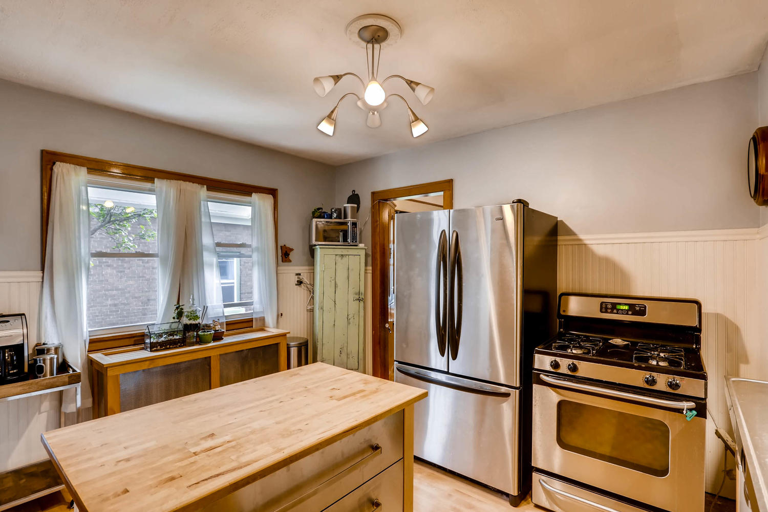 2519 3rd St NE Minneapolis MN-large-014-8-Kitchen-1500x1000-72dpi.jpg