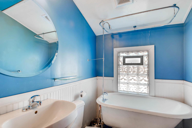 743 Pierce St NE Minneapolis-large-018-12-2nd Floor Bathroom-1499x1000-72dpi.jpg