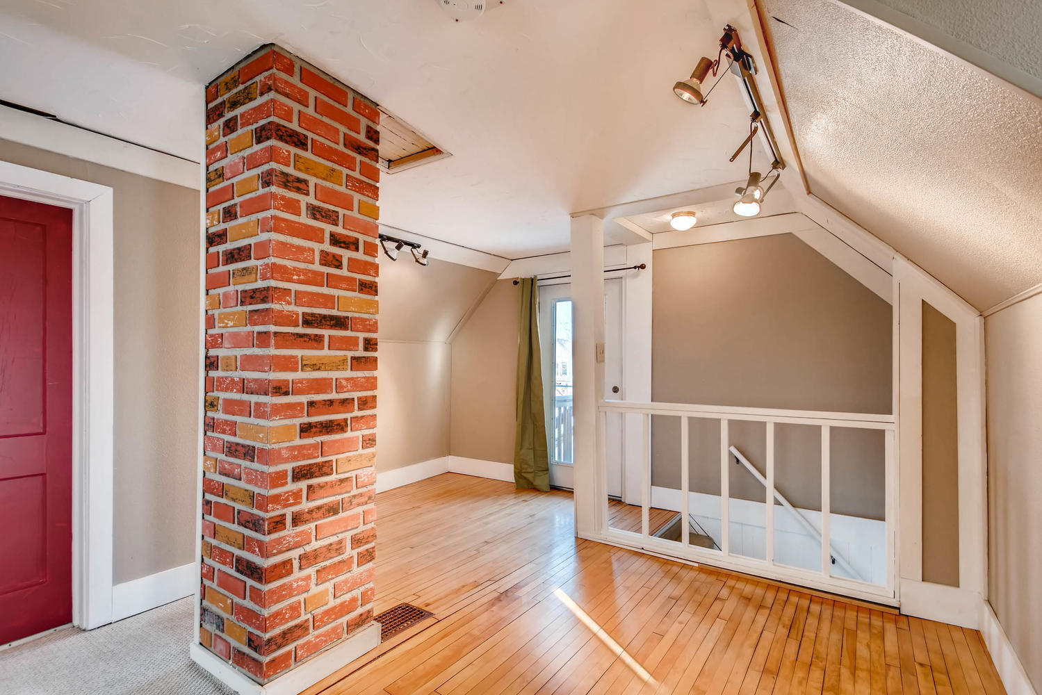743 Pierce St NE Minneapolis-large-020-17-2nd Floor Loft-1500x1000-72dpi.jpg