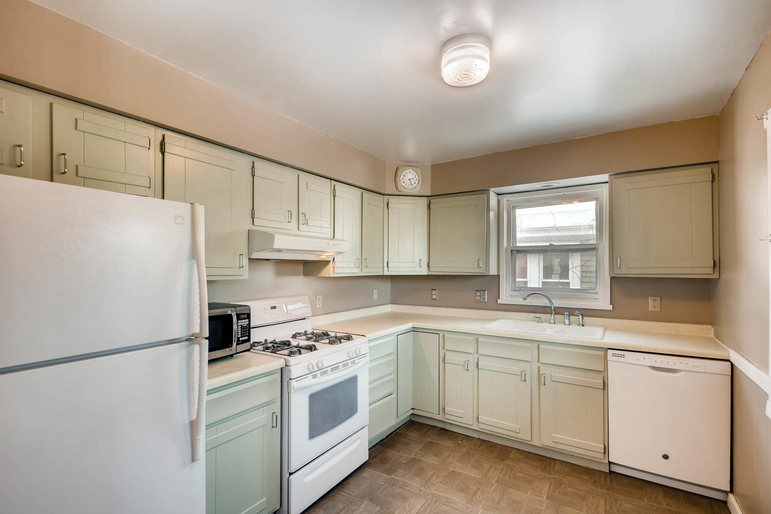 743 Pierce St NE Minneapolis-large-008-3-Kitchen-1500x1000-72dpi.jpg