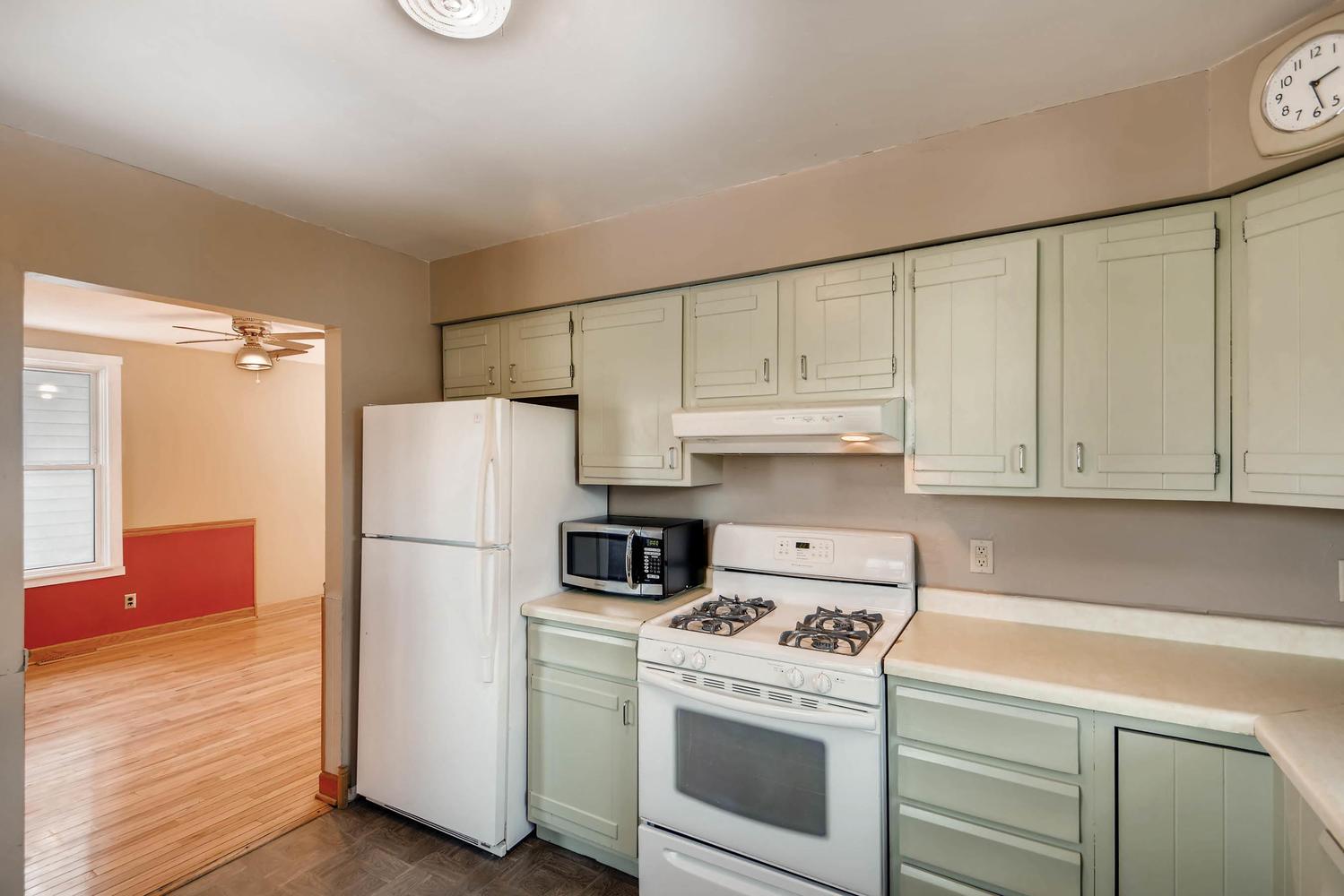 743 Pierce St NE Minneapolis-large-010-24-Kitchen-1500x1000-72dpi.jpg