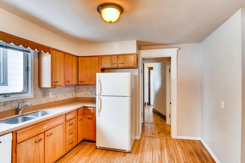 2526 Buchanan St NE-large-011-4-Kitchen-1500x1000-72dpi.jpg