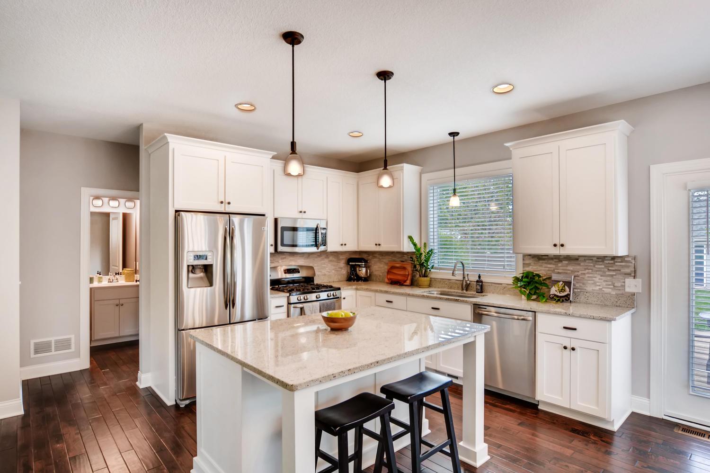 1811 Taylor St NE Minneapolis-large-008-43-Kitchen-1500x999-72dpi.jpg