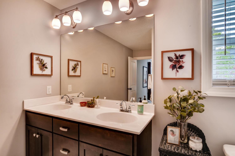 1811 Taylor St NE Minneapolis-large-017-35-2nd Floor Master Bathroom-1500x998-72dpi.jpg