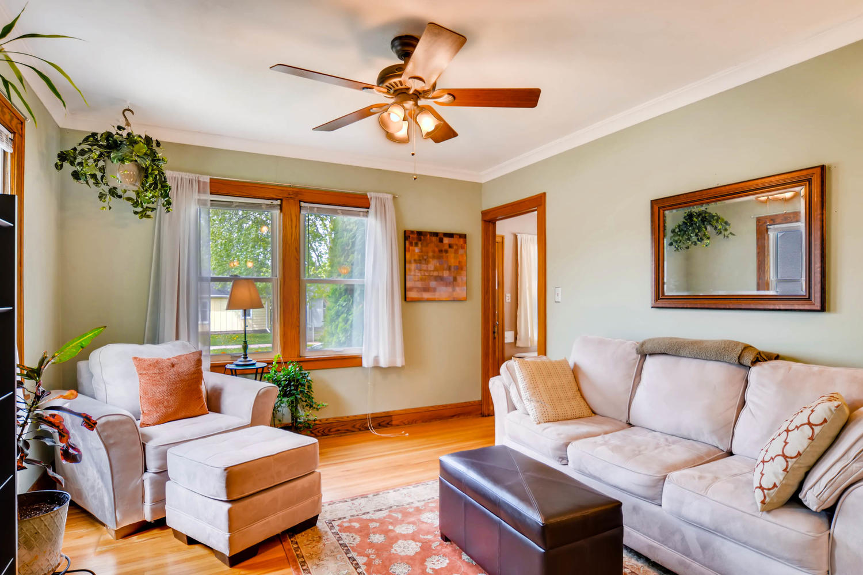 3147 Arthur St NE Minneapolis-large-005-27-Living Room-1500x999-72dpi.jpg