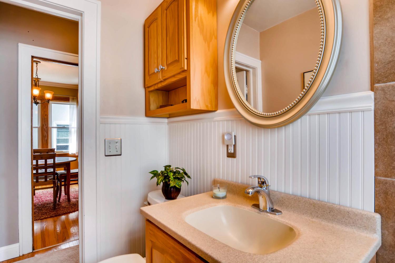 3147 Arthur St NE Minneapolis-large-016-11-Bathroom-1500x1000-72dpi.jpg