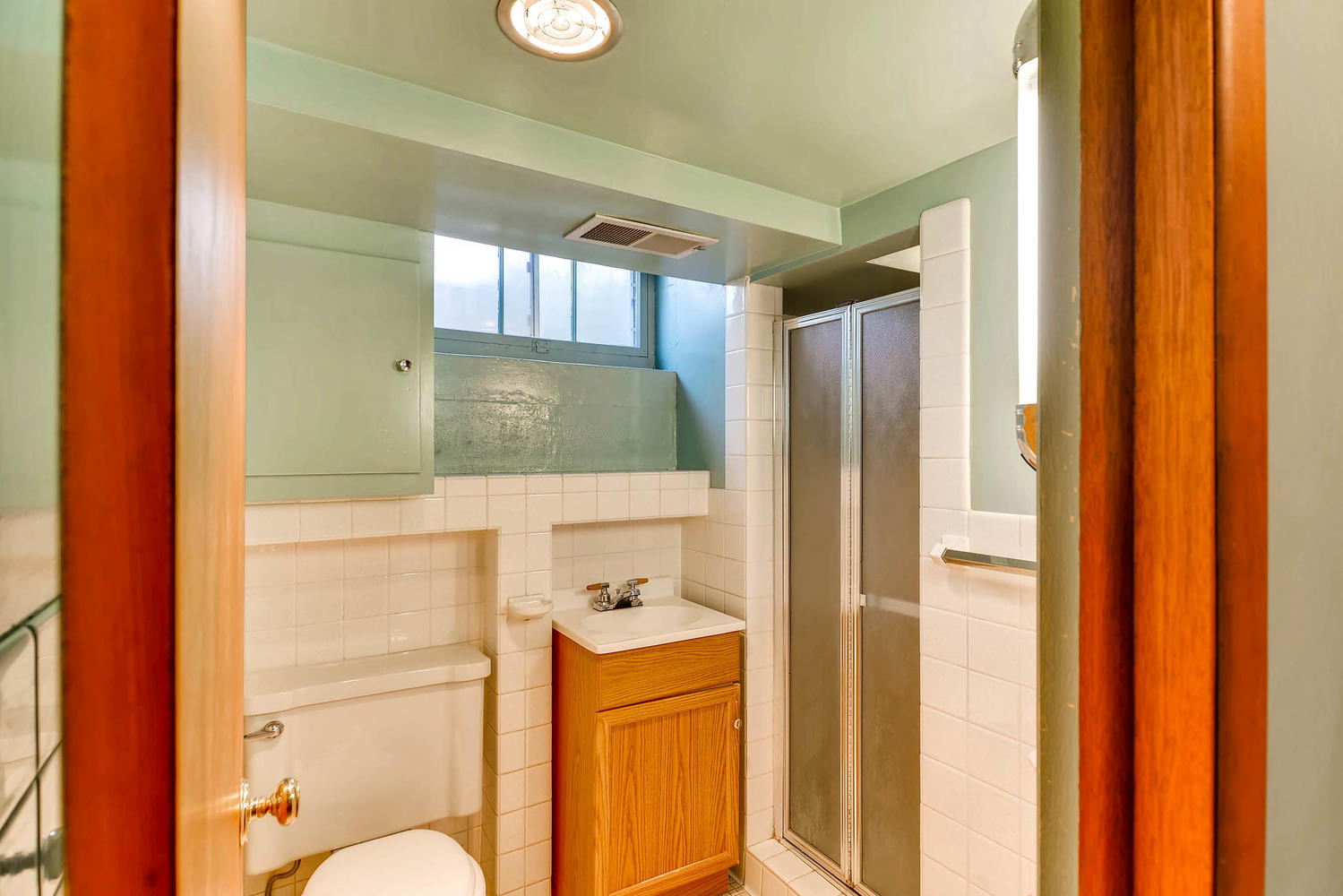 2601 27th Ave NE Minneapolis-large-021-16-Lower Level Bathroom-1500x1000-72dpi.jpg