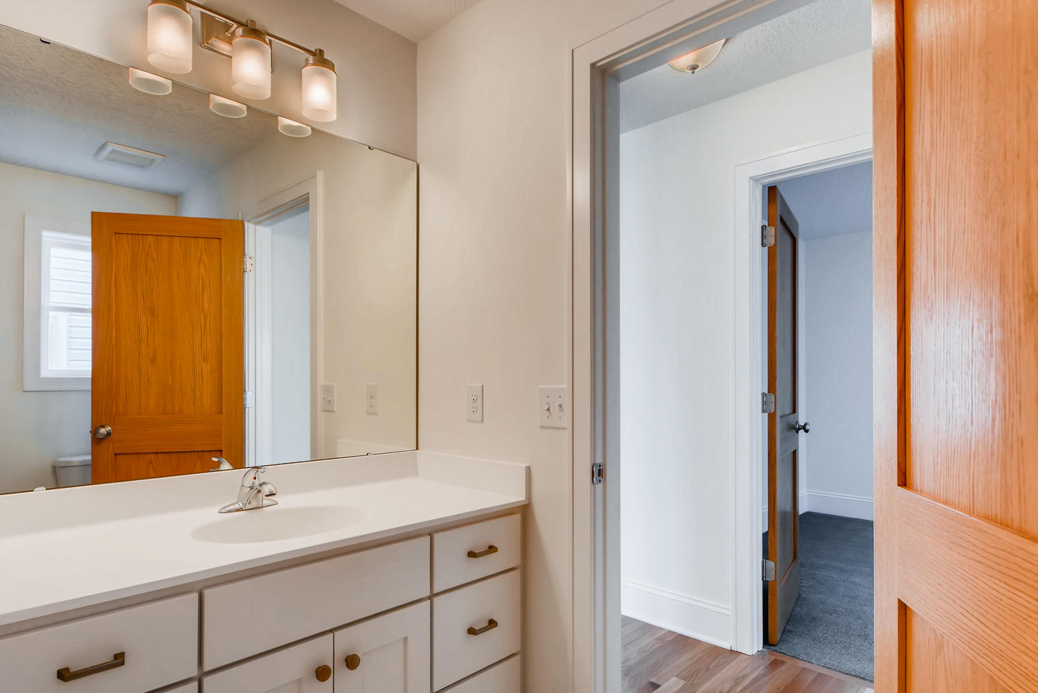 2949 Grand St NE Minneapolis-large-013-18-Bathroom-1499x1000-72dpi.jpg