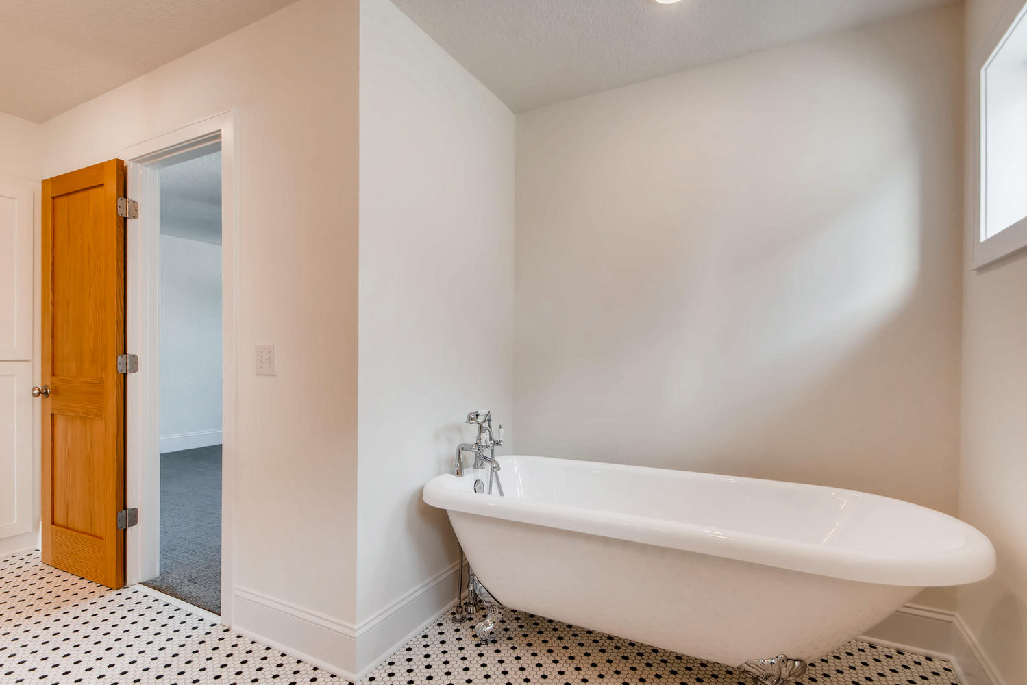 2949 Grand St NE Minneapolis-large-019-13-2nd Floor Master Bathroom-1499x1000-72dpi.jpg