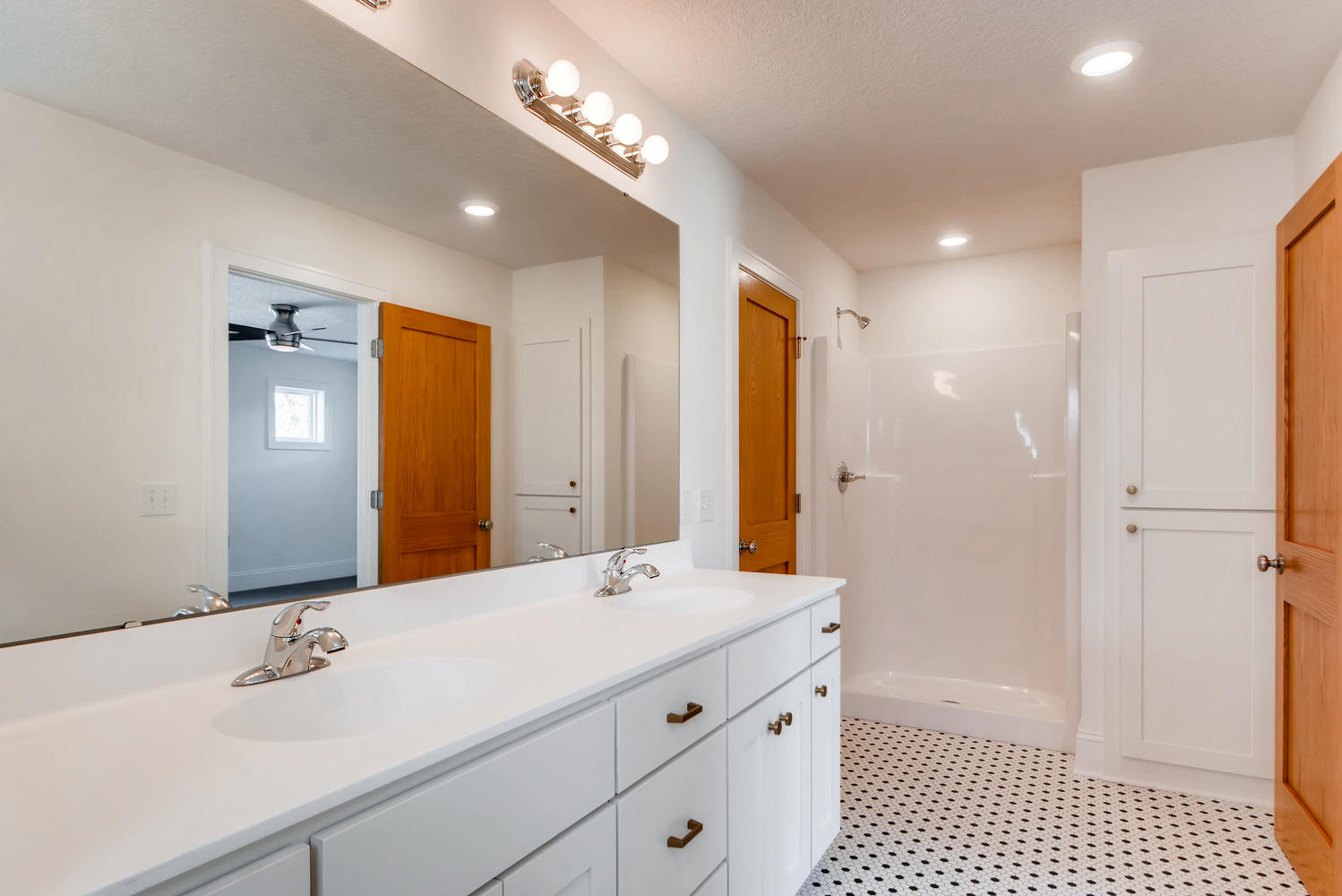 2949 Grand St NE Minneapolis-large-020-14-2nd Floor Master Bathroom-1499x1000-72dpi.jpg