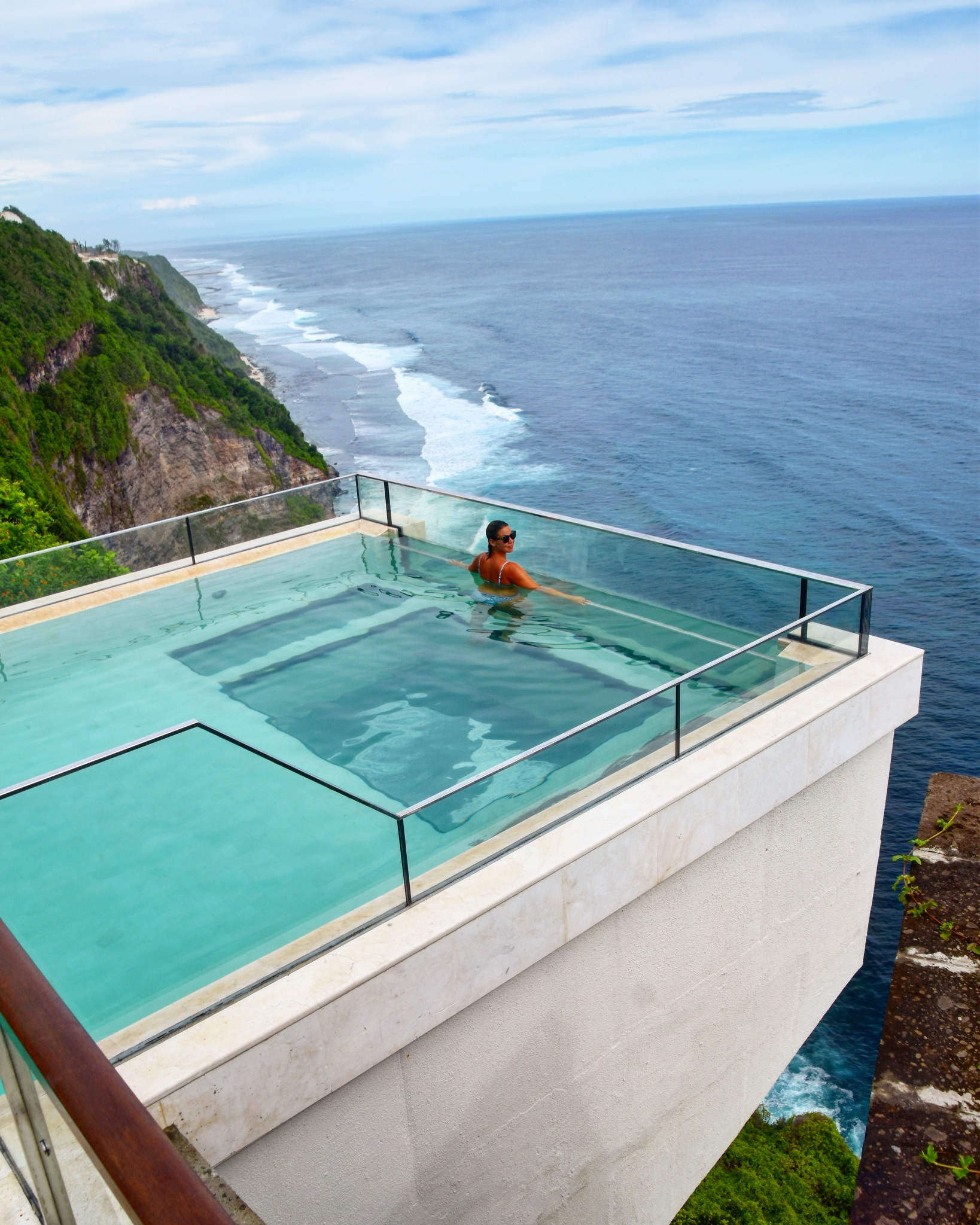 over-the-cliff glass-bottom pool at ONEEIGHTY