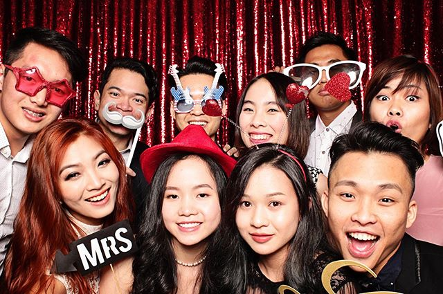 The more the merrier! 👑 ° ° ° #themorethemerrier #many #people #fun #happy #celebration #event #wedding #pics #props #pictures #photos #photobooth #booth #LeBlanc #LeBlancPhotoBooth #STL #StLouis #Missouri #andbeyond