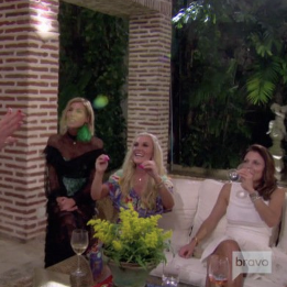 REAL HOUSEWIVES OF NYC WIGGING OUT
