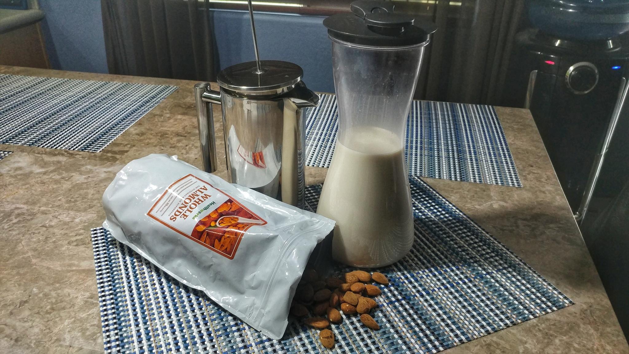 almondmilk01.jpg