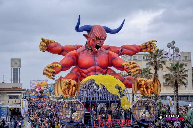 viareggio-carnival-float-la-gabbia.jpg