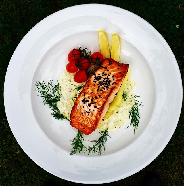 Fresh salmon fillet over creamy olive oil mash and dill cream sauce.