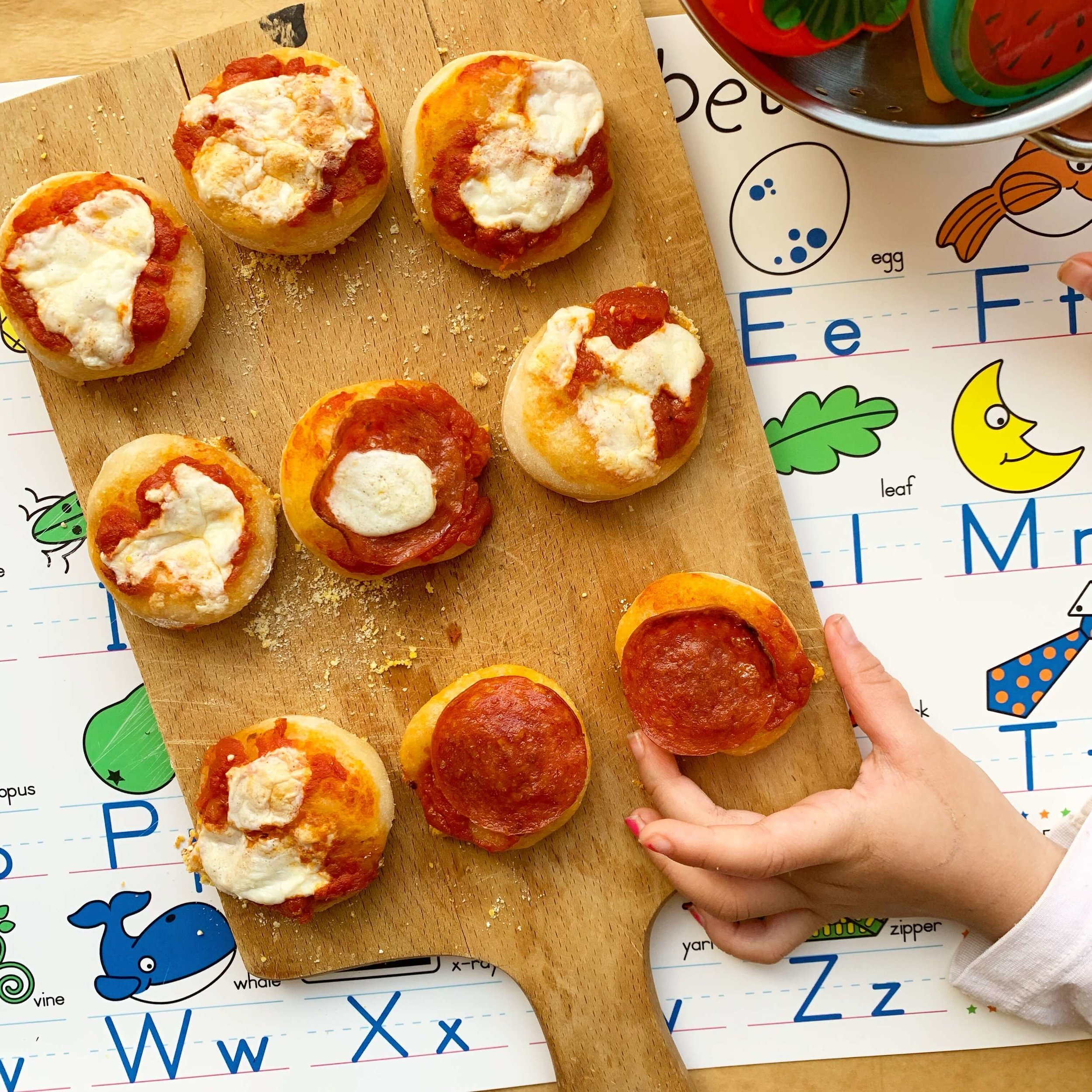 mini pizzas - kids menu
