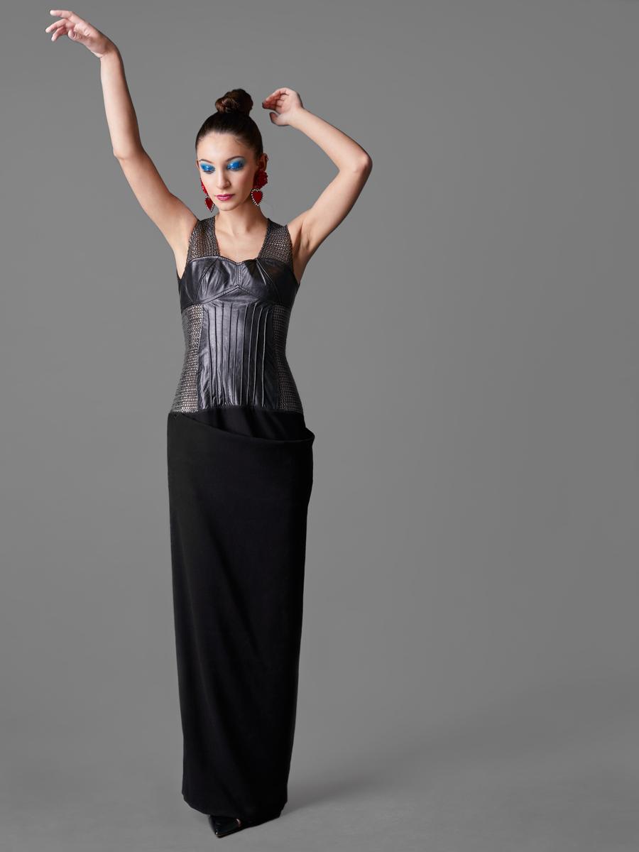 Vestido…………………………………..…….Amor Guerrero  http://bit.ly/2plPZzu  Pendientes………………………………..…..Sandra Palomar  http://bit.ly/1TptRQw