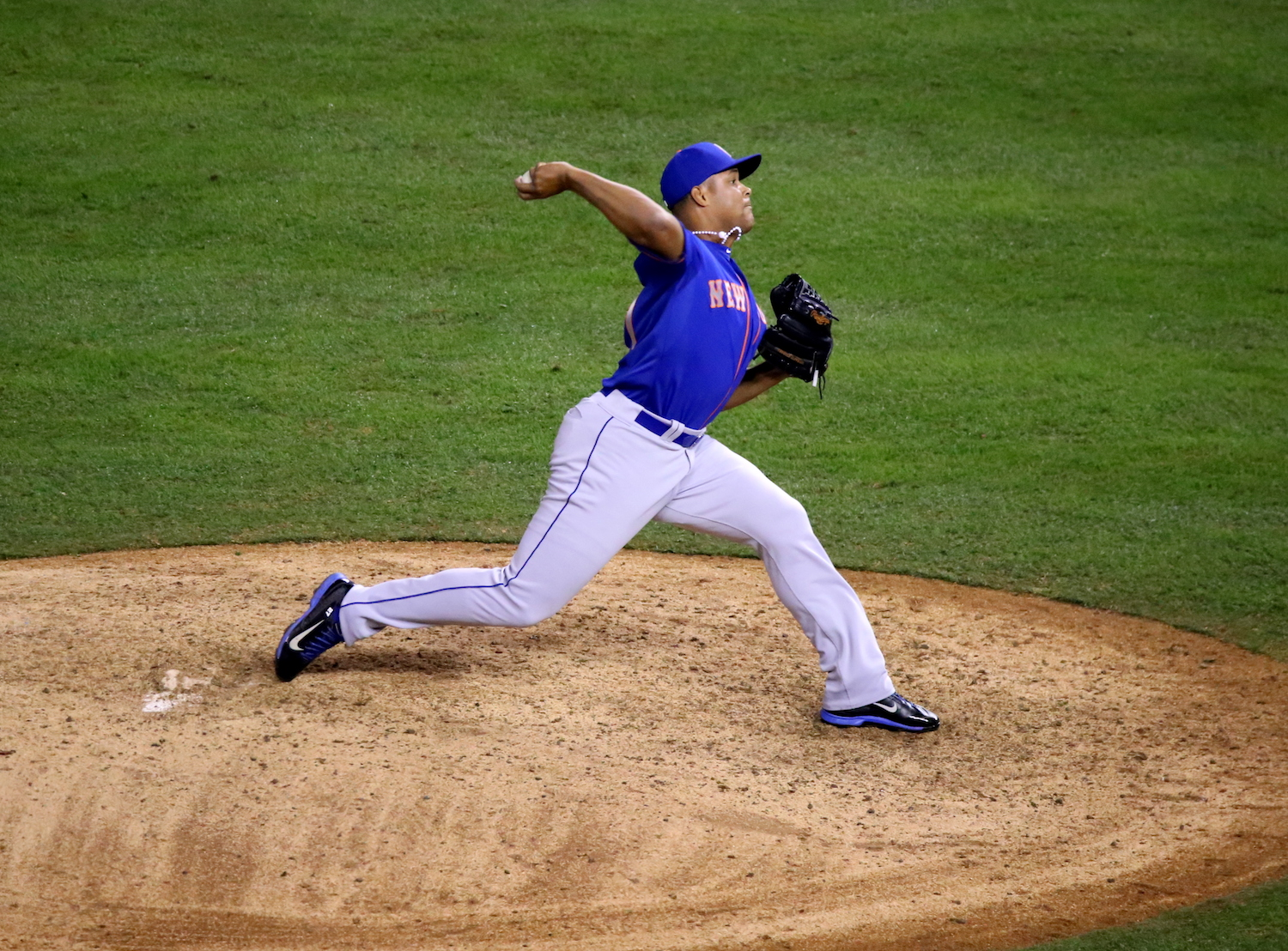 Jeurys Familia Pitching in Game 1 of the 2015 World Series ©2015  Arturo Pardavila III