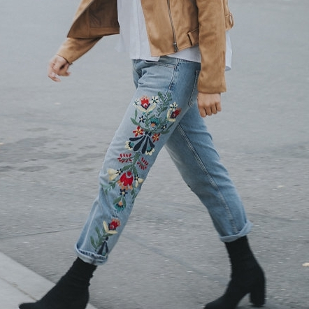Mid-rise BF Jeans w/ Embroidery