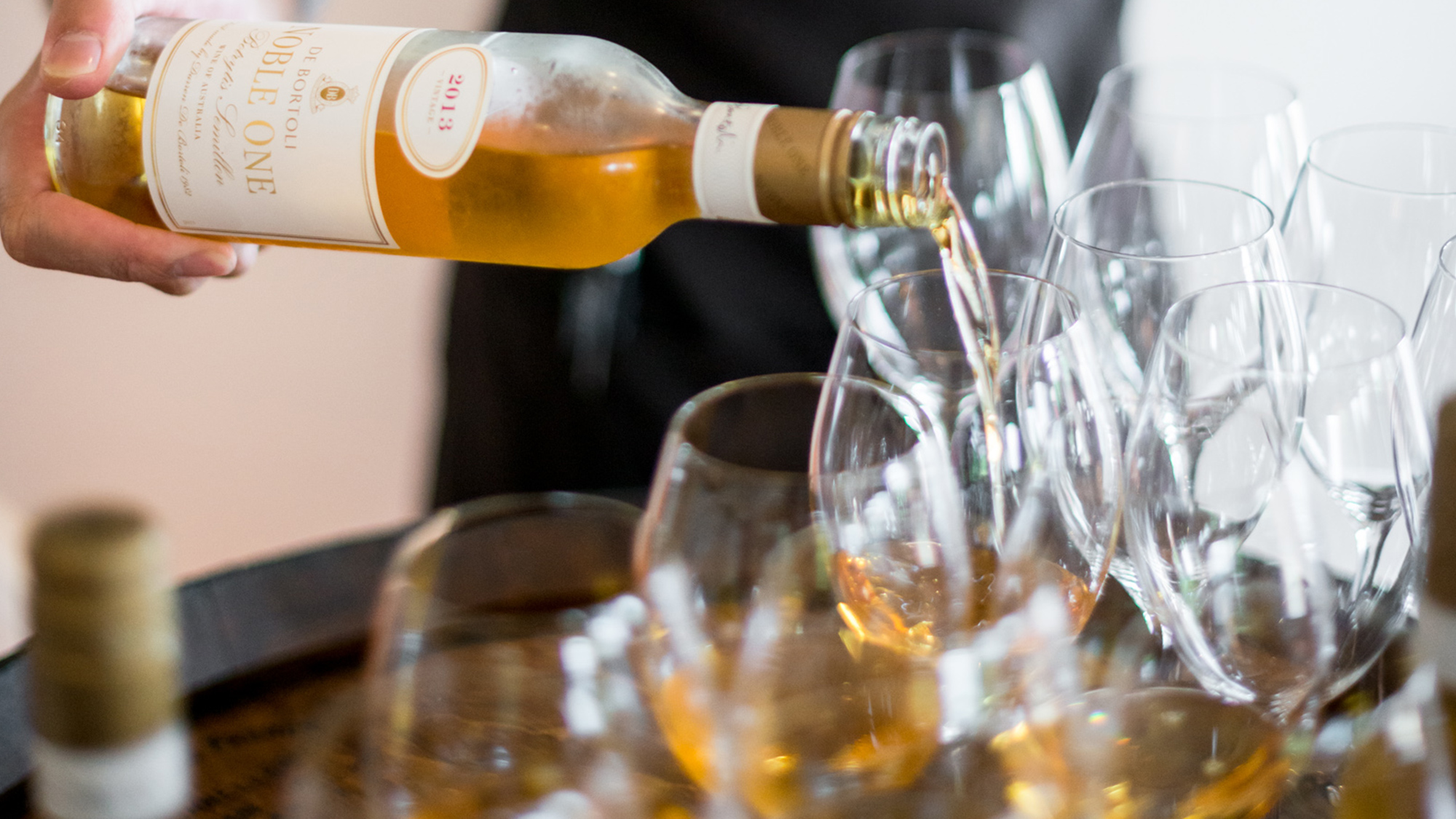 De-Bortoli-Noble-One-Botrytis-Semillon-Event-Pour.jpg