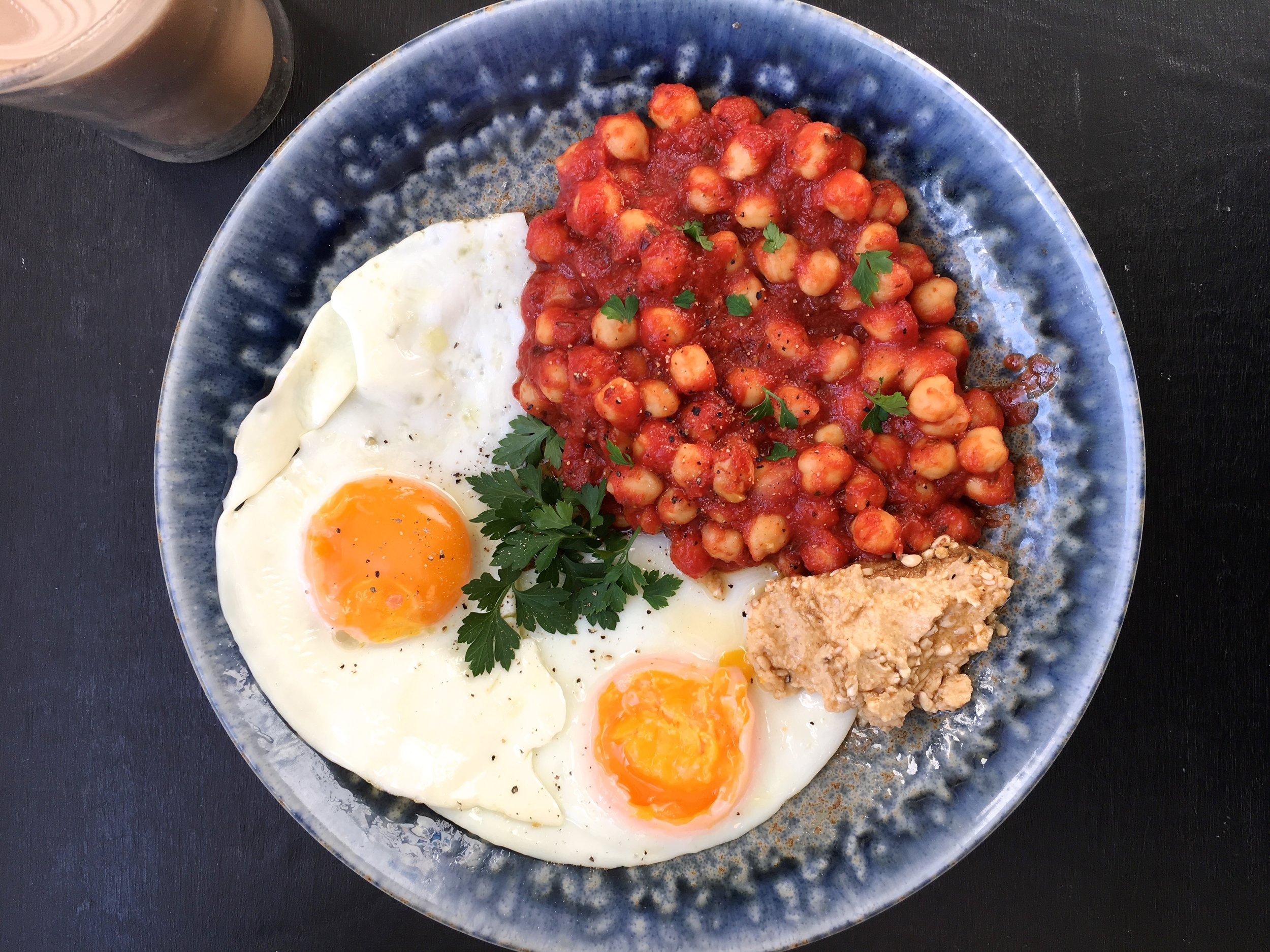 Healthy breakfast Recipe Idea - chickpeas, tomatoes and eggs
