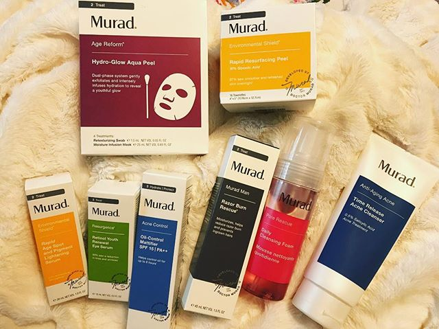 Thank you @muradskincare for your continued #support 💆🏻♀️ ———— Three years ago, I started using #muradskincare and I haven't looked back. I love the clinically-backed #products that are #crueltyfree at an affordable price. The #skincare line tackles many types of skin, so there's never a worry when you have to switch up for the season or another reason 👵🏼 Plus, you can get it @sephora or @ultabeauty so it's very accessible. ✔️ #timereleaseacnecleanser #dailycleansingfoam #hydroglowaquapeel #rapidresurfacingpeel #rapidagespotandpigmentlighteningserum #retinolyouthrenewaleyeserum #oilcontrolmattifier #razorburnrescue #muradman #makeupartist #promua #esthetician