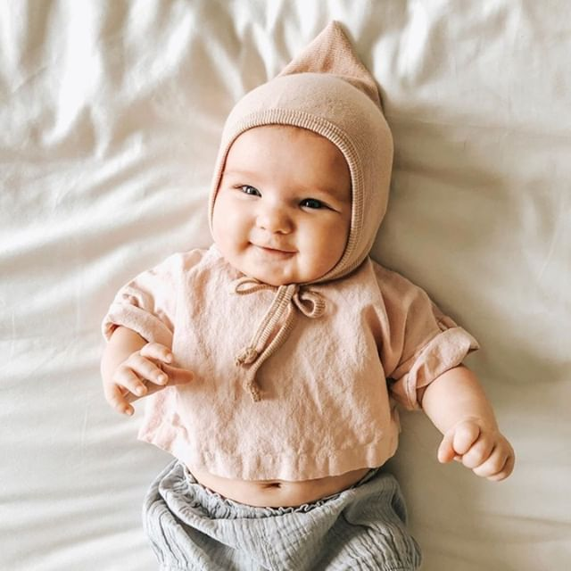 Is your little one outgrowing their bassinet? ⁠ ⁠ While many bassinets claim to fit babies up to six months, I have found that many babies outgrow them between the 3-5 month mark. ⁠ ⁠ Making the transition to the crib can seem daunting. I suggest putting baby in the crib for daytime naps first and once those are coming together nicely you can transition into night sleep. ⁠ ⁠ There will likely be a few days of adjustment but if the room is nice and dark then baby will adjust faster! ⁠ (📷 @sincerely.milagav)⁠ .⁠ .⁠ .⁠ .⁠ .⁠ ⁠ ⁠ #thismomlife #momdotcom #themodernmama #momsandmamas #raisinglittles #mamalivet #momtruth #bassinet #babysleep #childsleepconsultant #mommantra #simplymamahood #teammotherly