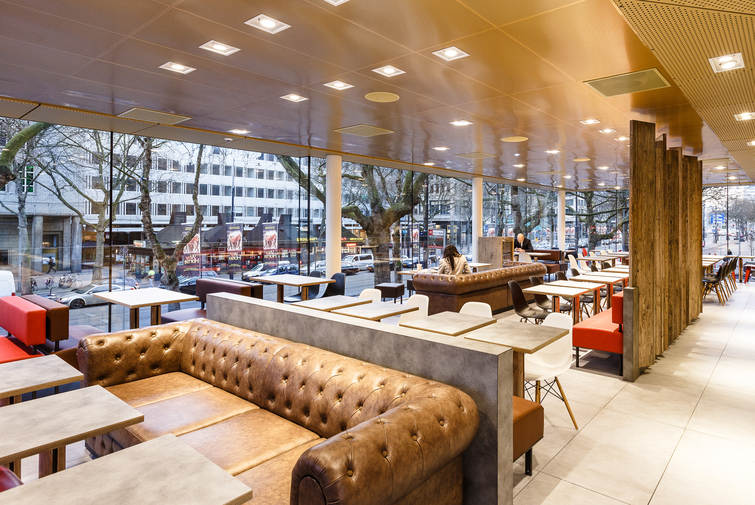 20150327 McDonalds Coolsingel interieur 02.jpg