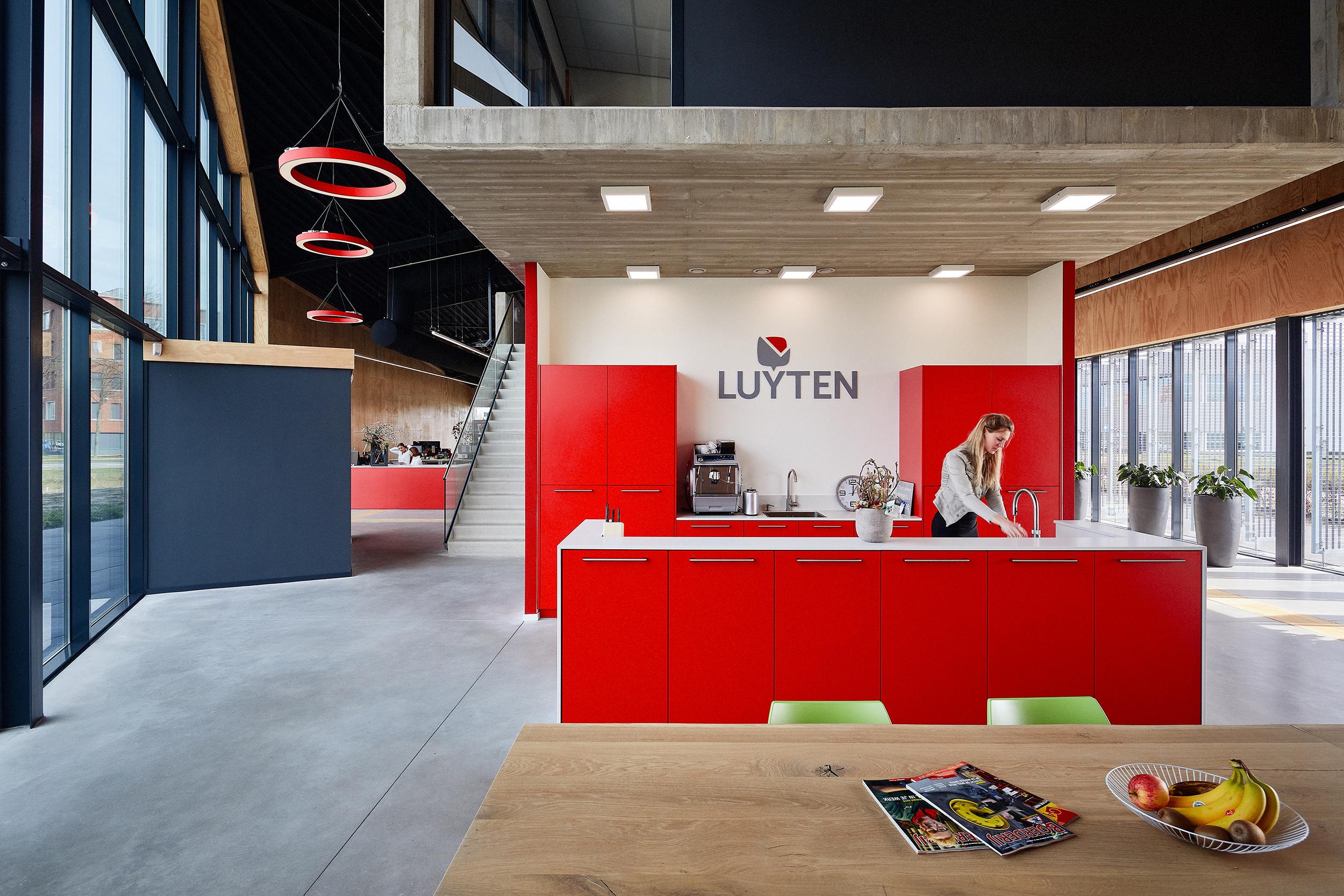 Interieur nieuw kantoorpand