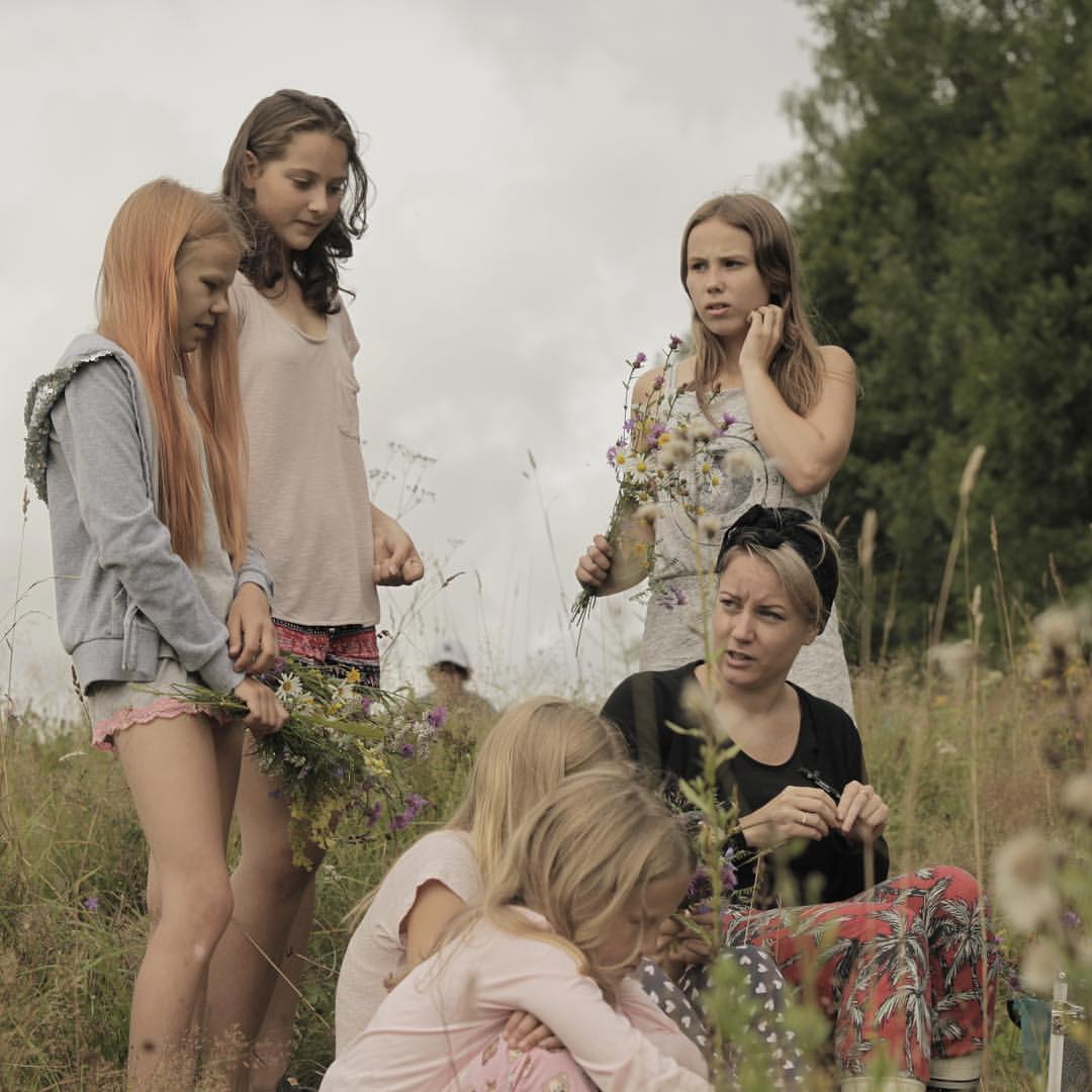 Behind the scene from our Sommarkollo shoot.