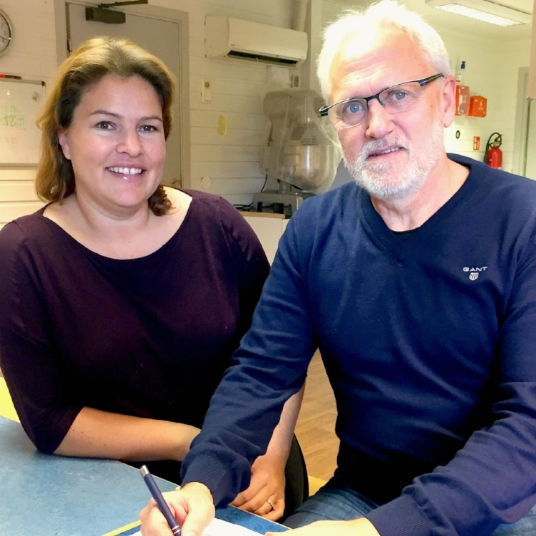 Signing of FamWeek's first contract -