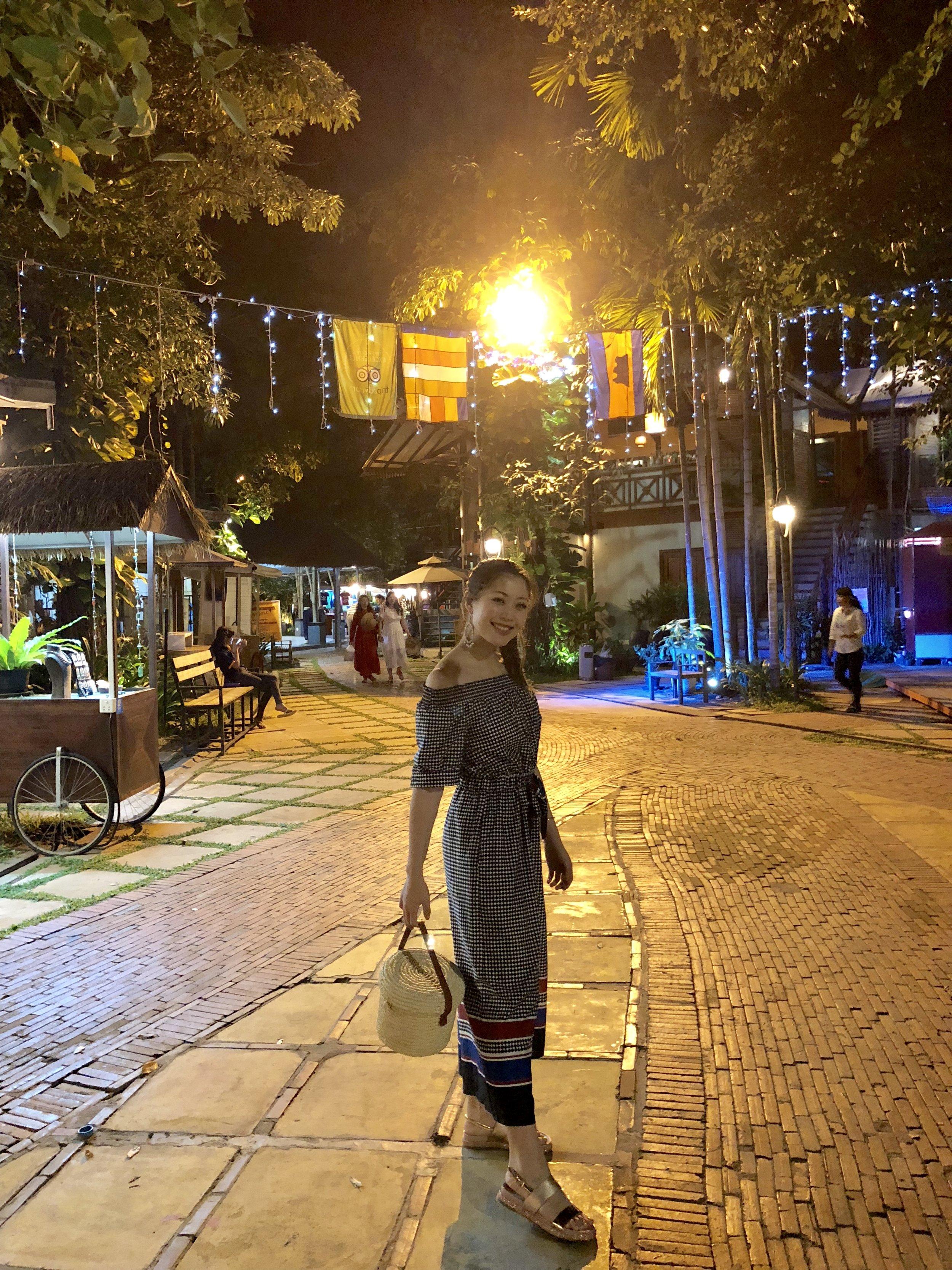 Heelsonthego Cambodia travel Siem Reap night market pub street