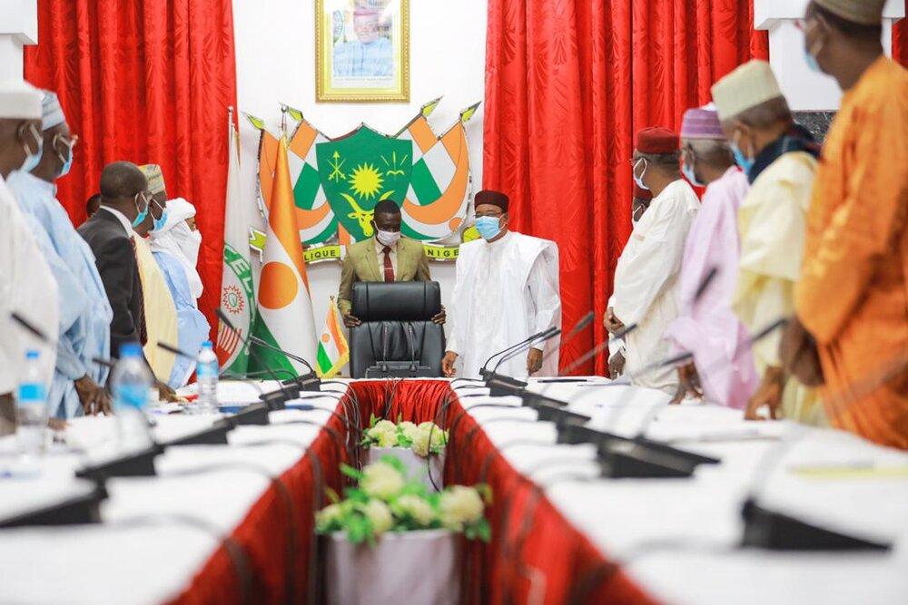 Le Projet de l'Hymne National du Niger qui sera bientôt adopté, a été présenté ce mercredi matin, 13 janvier 2021, au Président de la République, Chef de l'Etat, SEM Issoufou Mahamadou, par …