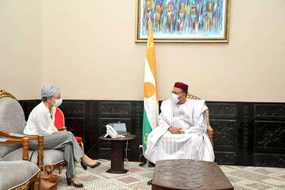 Le Président de la République, Chef de l'Etat, SEM Mohamed Bazoum, a reçu lundi en fin de matinée 12 avril 2021, la Coordinatrice résidente du Système des Nations Unies au Niger, Mme Louise Aubin.