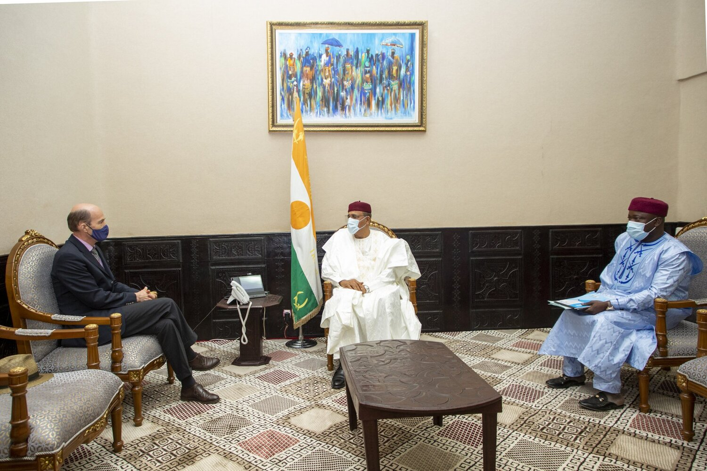 Le Président de République, SEM Mohamed Bazoum, a reçu mercredi en fin de matinée 14 avril 2021, l'Ambassadeur de la République Fédérale d'Allemagne au Niger, M. Hermann Nicolai.