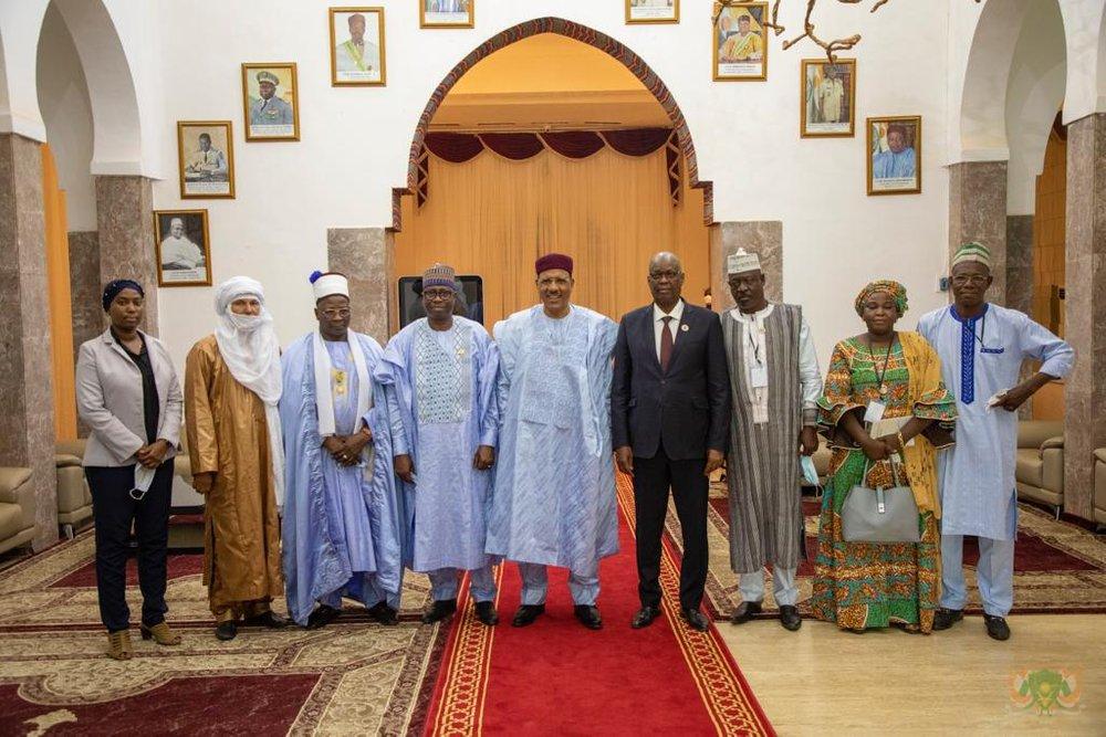 Le Président de la République, Chef de l'Etat, SEM Mohamed Bazoum, a reçu ce mardi 26/10/ 2021, le Président du CES du Benin, le Vice-président du CESC du Mali et l'Emir de Matchina au Nigeria