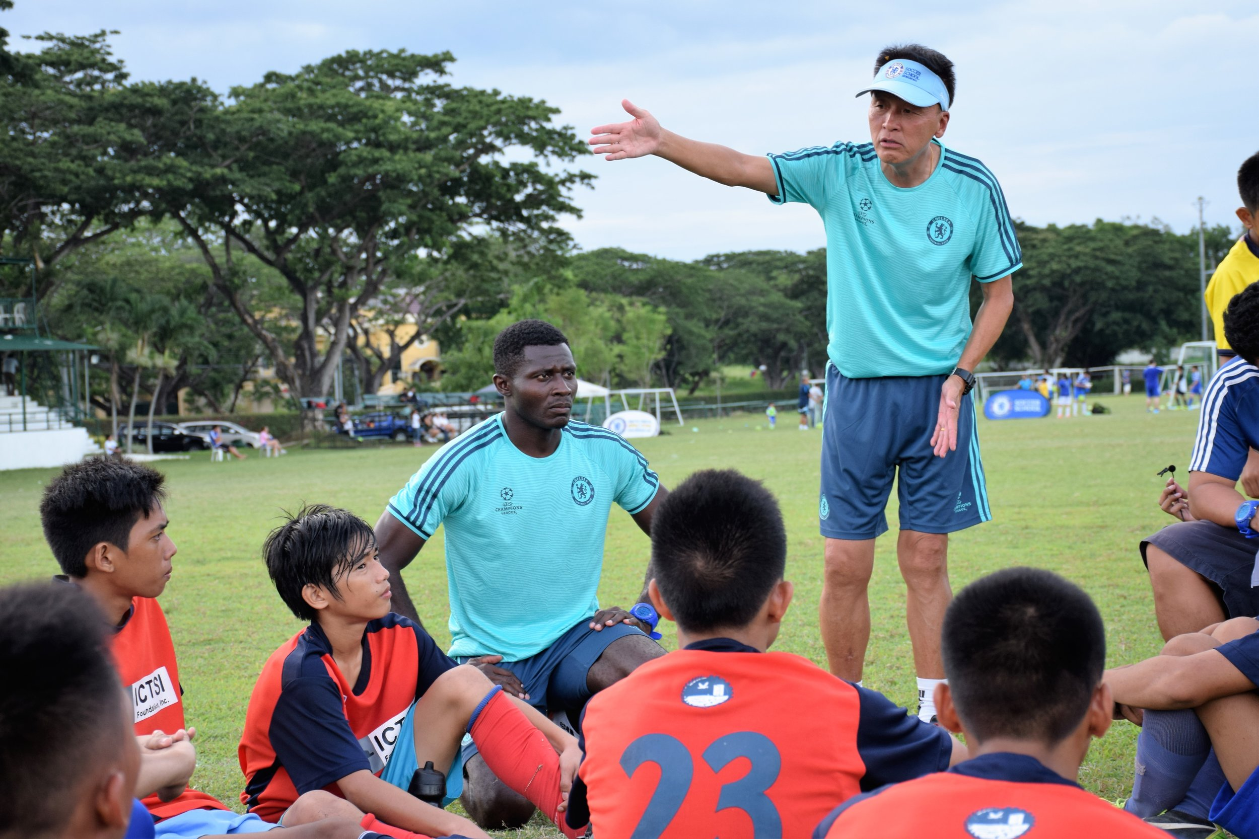 Coaches from Chelsea Football School Hongkong come regularly to give world-class football training to our kids.
