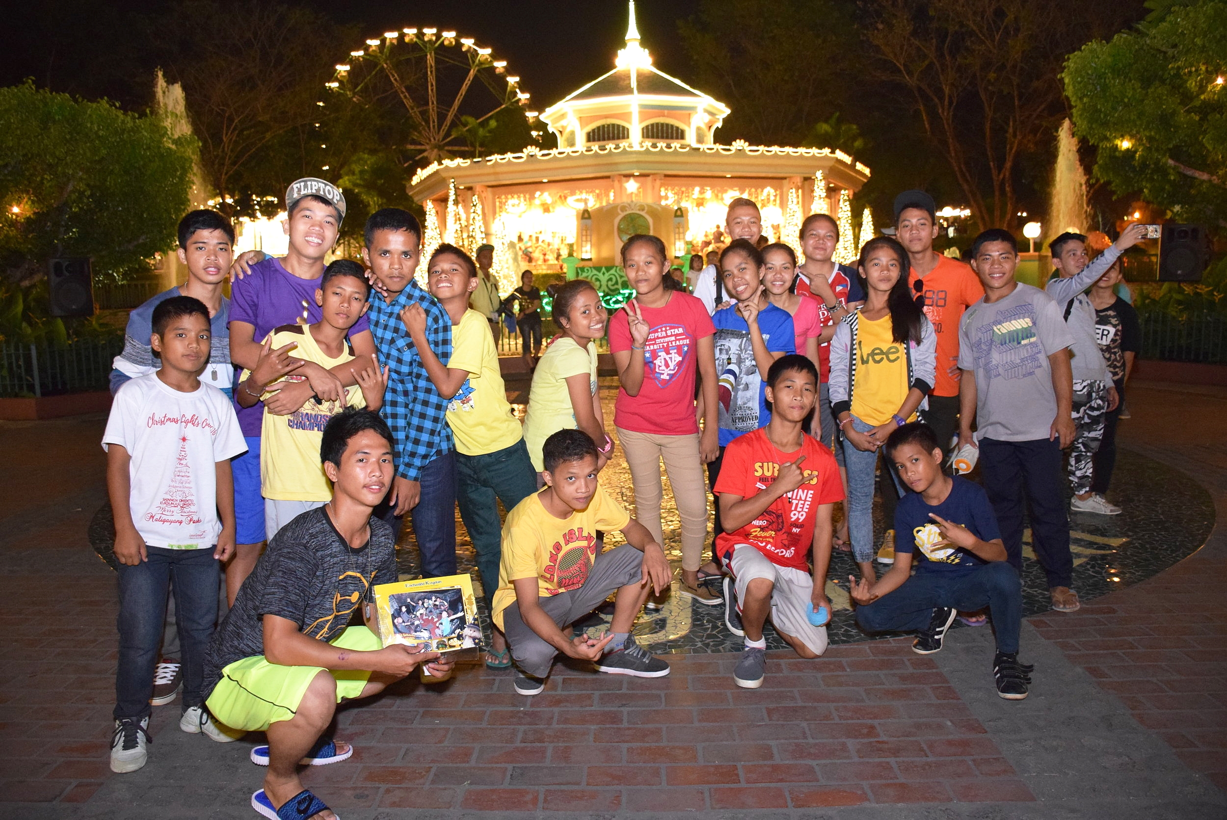 Christmas day at Enchanted Kingdom. This activity has been going on for years due to the untiring support of good heartened people who share the Joy of Christmas.