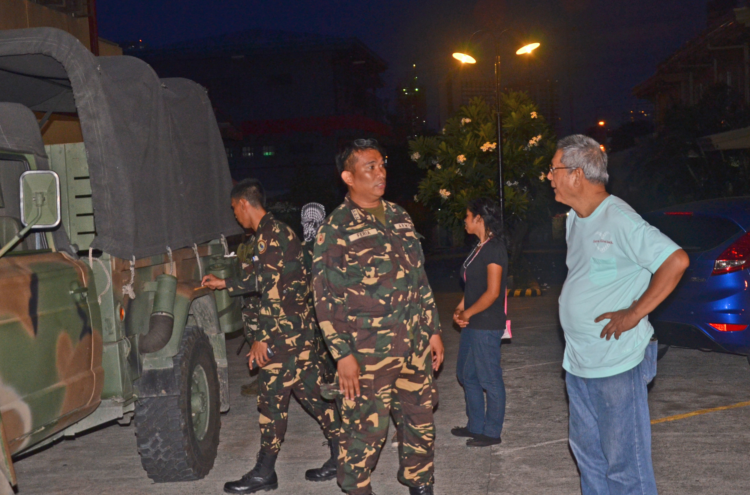 Capt. Feria confers with Fr. Rocky. (photo by AFP)