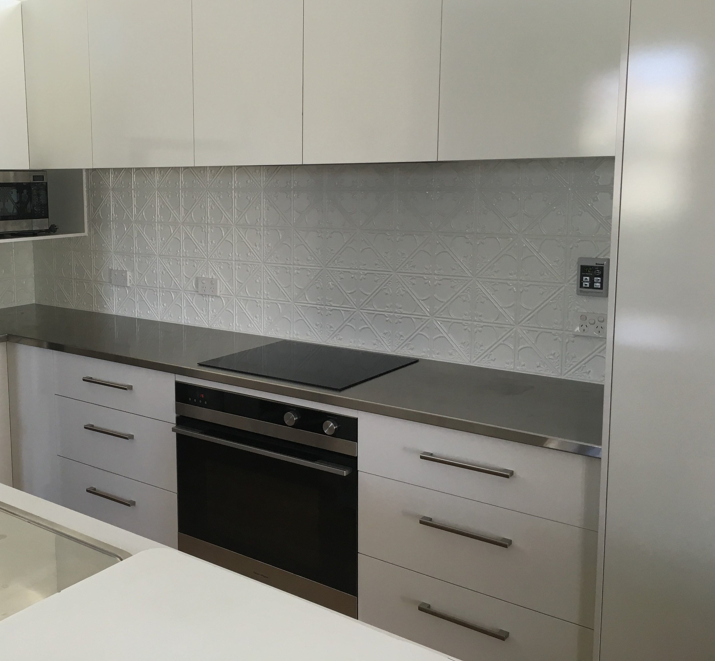 PRESSED METAL SPLASHBACK - OYSTER GREY