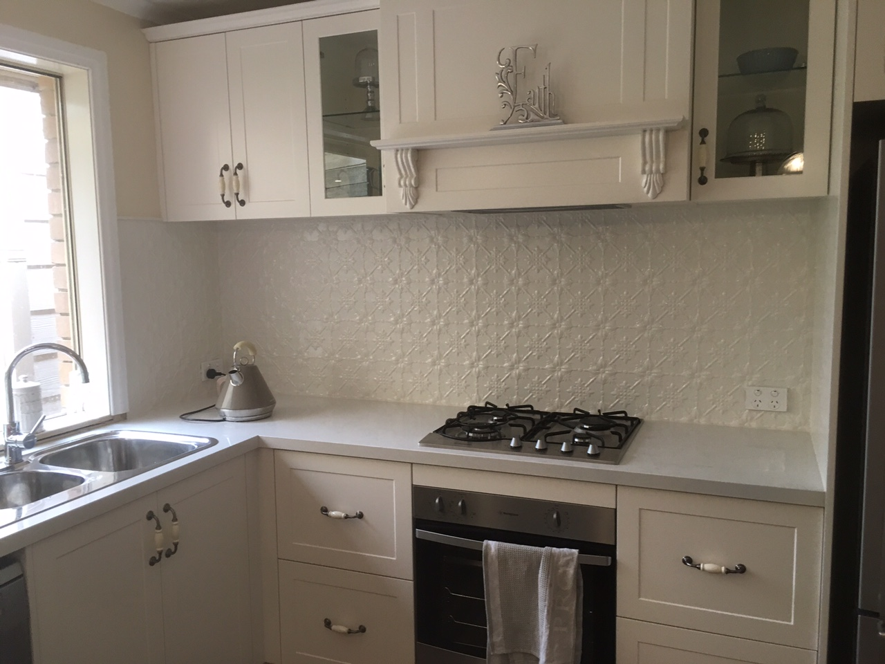 SNOW FLAKE PRESSED METAL SPLASHBACK - WHITE