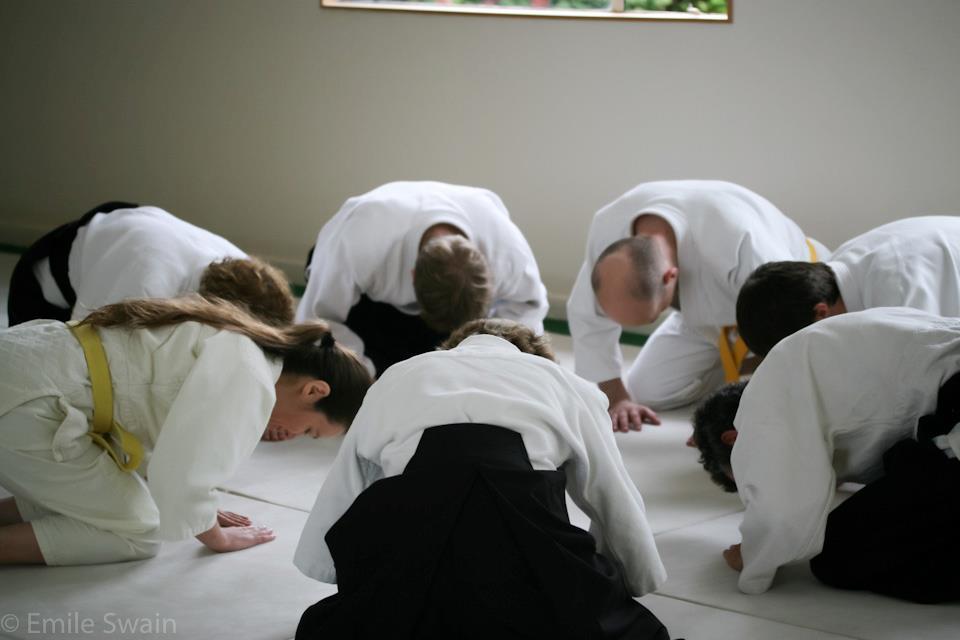 Isshinkai group bow.jpg