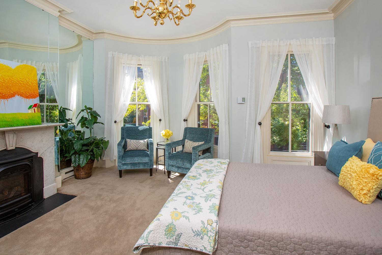 153_West-Canton-Street__153wcantonbedroom3_595962.jpg
