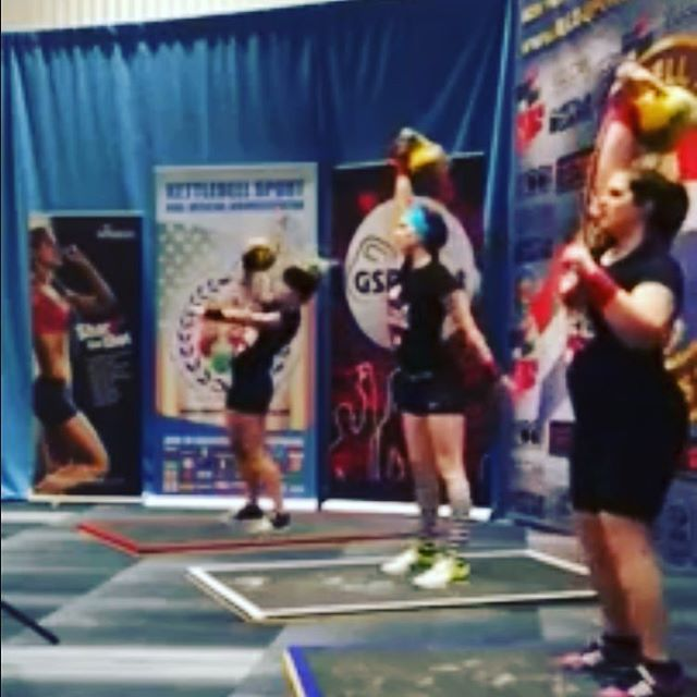 It's a little fuzzy looking back at this memory. Sarah Ansel, Laura Neill, and Julie Pratt all lifting their way through a 10 min Long Cycle set with a 16kg bell. #THT #kettlebellworkout #kettlebellteam #kettlebellsport #kettlebelllc #threeyearsago! #arnold