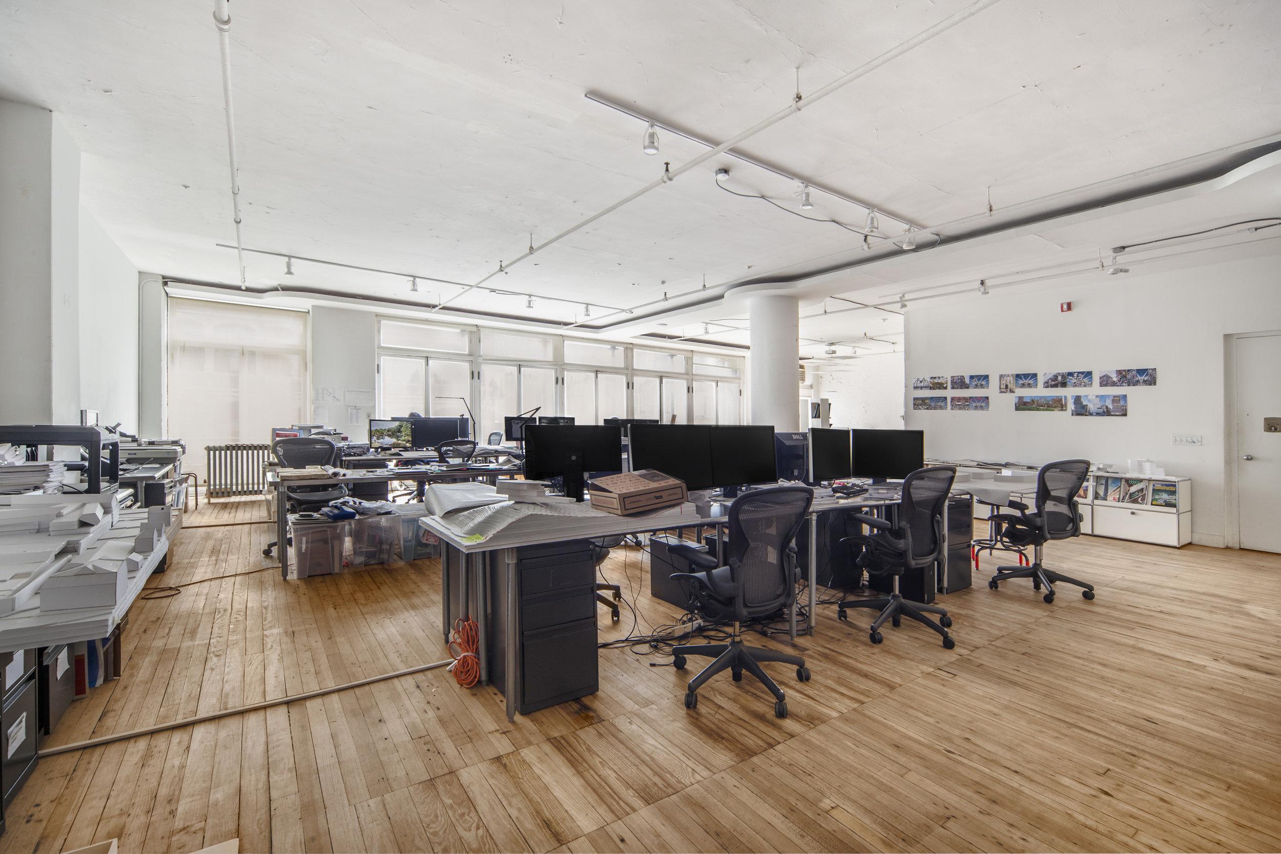 340E74_1J_office1.jpg